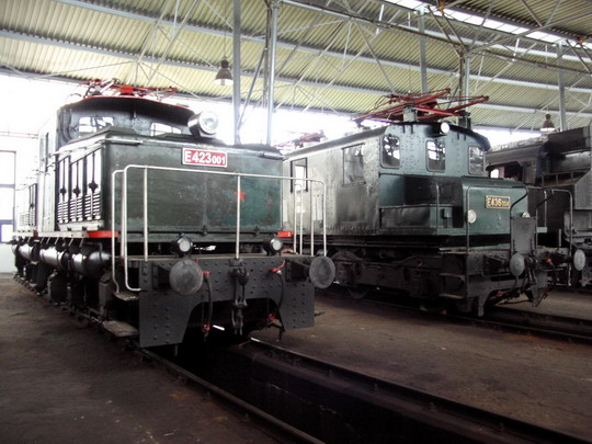 Lokomotivy z pražského uzlu E 423.001 (Adamov 1927) a E 436.004 (ČKD 1928) později jezdící na Lipence a Bechyňce (30.06.2007 - depozitář NTM Chomutov) © PhDr. Zbyněk Zlinský