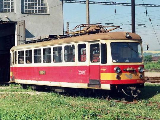 Elektrický vůz 411.903-8 (ex M 46.003) z roku 1950  (16.05.1994 - Trenčianska Teplá)© Václav Vyskočil