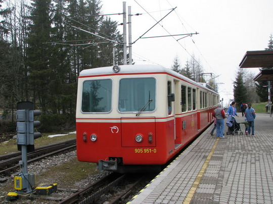 Elektrická ozubnicová jednotka 905.951-0+405.951-5 z roku 1970 (05.05.2008 - Štrbské Pleso) © PhDr. Zbyněk Zlinský