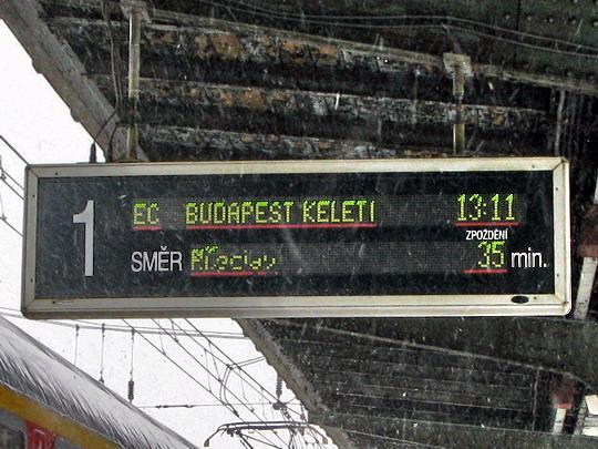 15.02.2009 - Česká Třebová: zpoždění EC 171 HUNGARIA Berlin Hbf - Budapest-Keleti pu © PhDr. Zbyněk Zlinský