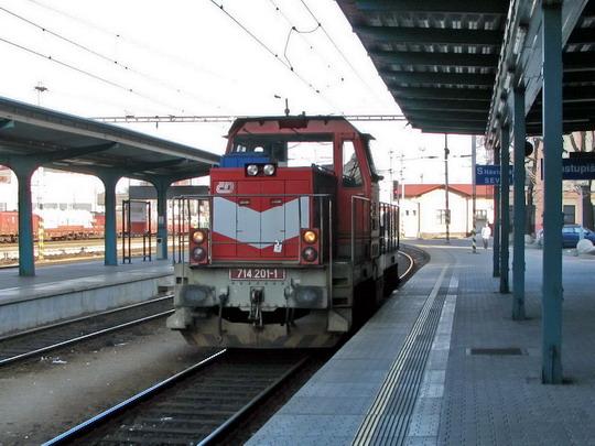 15.02.2009 - Hradec Králové hl.n.: 714.201-1 při posunu © PhDr. Zbyněk Zlinský