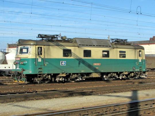 15.02.2009 - Hradec Králové hl.n.: 130.020-1 čeká na další výkon © PhDr. Zbyněk Zlinský