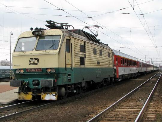 15.02.2009 - Pardubice hl.n.: 151.027-0 v čele EC 115 PRAHA Praha hl.n. - Warszawa Wschodnia © PhDr. Zbyněk Zlinský