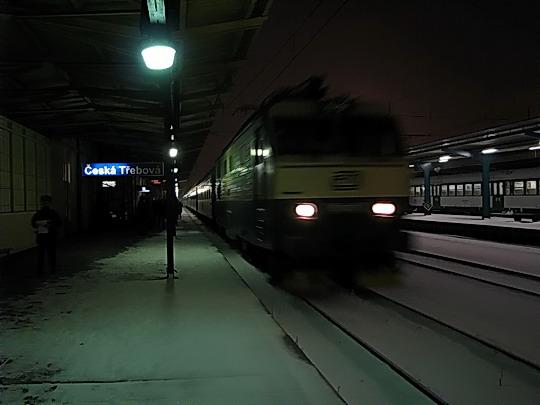 15.02.2009 - Česká Třebová: 151.007-2 přiváží EC 142 ODRA Žilina - Praha hl.n. © PhDr. Zbyněk Zlinský
