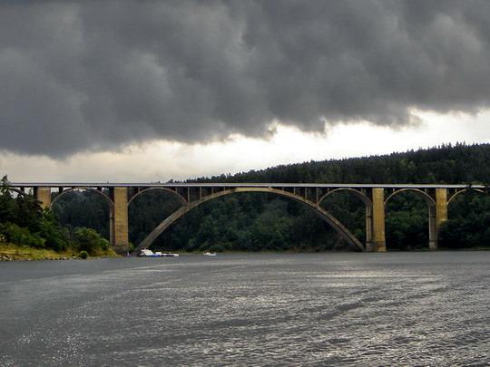 22.7.2008 - Búrkové mraky nad Podolským mostom © Mgr. R.Kadnár, riso.rds 2009