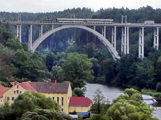 23.7.2008 - Bechyně, Duhový most - Žehlička na moste © Mgr. R.Kadnár, riso.rds 2009