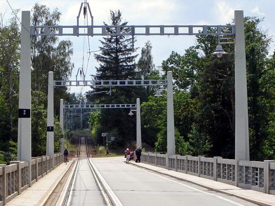23.7.2008 - Bechyně, Duhový most - koľajnice a vozovka © Mgr. R.Kadnár, riso.rds 2009