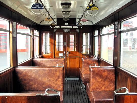 "Interiér historické tramvaje č. 78 ""Bovera"" z roku 1929 (19.01.08 - vozovna DP Liberec) © PhDr. Zbyněk Zlinský"
