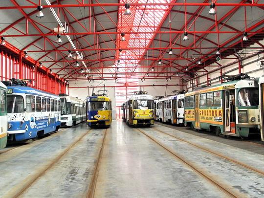 Různé typy libereckých normálněrozchodných tramvají (19.01.2008 - vozovna DP Liberec) © PhDr. Zbyněk Zlinský