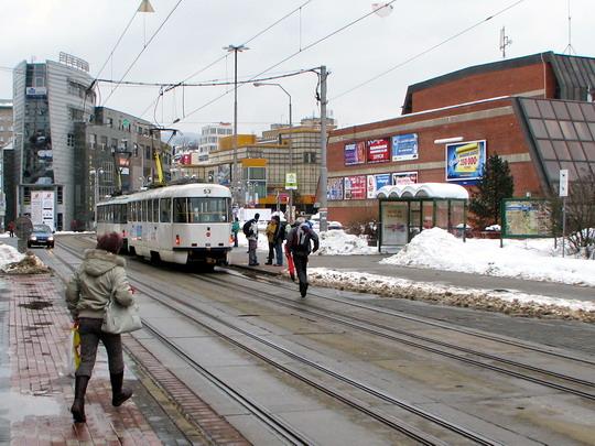 Zastávka Rybníček, kde měla začínat nová trať do Rochlice (25.02.2009 - Liberec) © PhDr. Zbyněk Zlinský