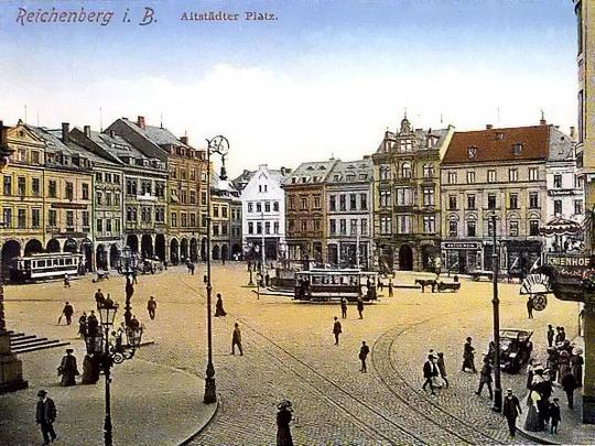 Tramvajový provoz na dnešním nám. Dr. E.Beneše počátkem minulého století (dobová pohlednice, zdroj Czech Trams)