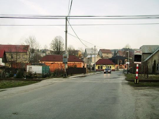 Pohľad na signalizačné zariadenie a ku križovatke s cestami vedúcimi k železničným priecestiam č. 1 a č. 3 - 11.3.2007 © Bc. Ján Paluch