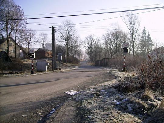 Pohľad na signalizačné zariadenia a cestu smerom do obce Dlhá nad Kysucou - 27.12.2006 © Bc. Ján Paluch