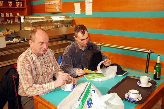 Ing. Jiří Kubáček, CSc a Ing. Igor Molnár pri raňajkách. 7. 3. 2009 © Ivan Wlachovský