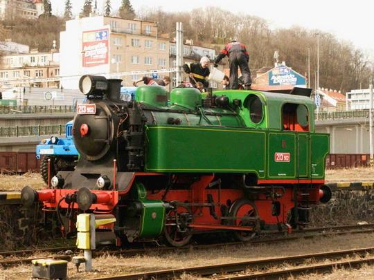 14.3.2009 - nádraží Praha-Smíchov: 213.902, zbrojení uhlím ©Jiří Řechka