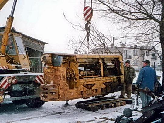 Vykládka BND 30-ky po prevoze z bane do dielne