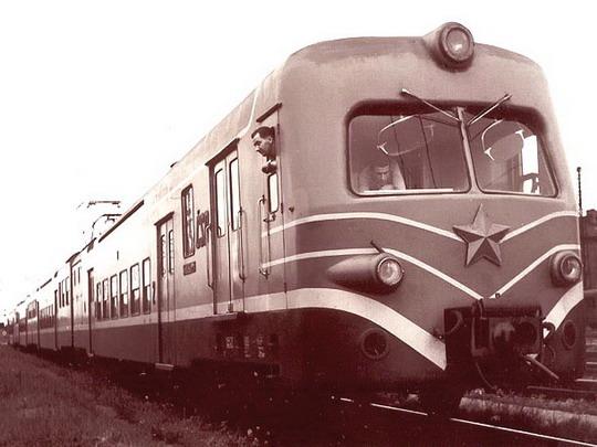 Jednotka EM 475.003/004 - zdroj pantograf.wz.cz
