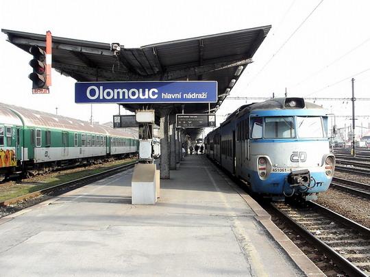 08.04.2006 - Olomouc hl.n.: 451.061-6+051.062-8+451.062-4 jako Os 3805 Nezamyslice - Olomouc hl.n. © PhDr. Zbyněk Zlinský