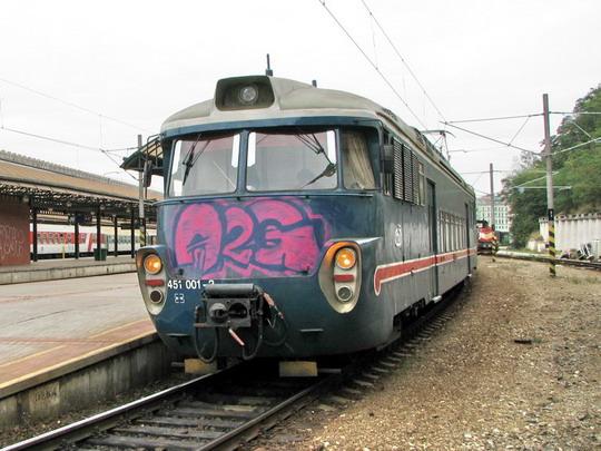 """17.09.2008 - Praha hl.n.: """"historická"""" a navíc """"zkrášlená"""" 451.001-2/451.002-0 jako Os 9121 do Benešova u Prahy © PhDr. Zbyněk Zlinský"""