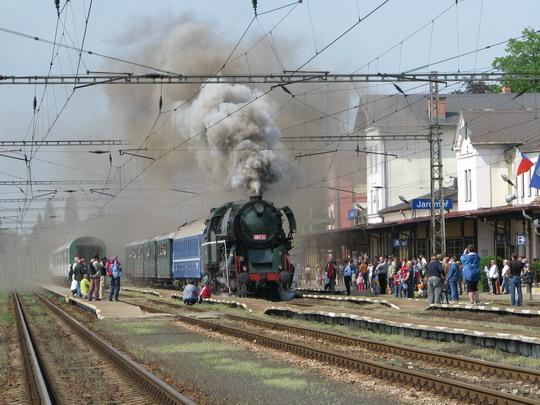 """01.05.2009 - Jaroměř: """"rosnička"""" je magnet pozornosti všech © PhDr. Zbyněk Zlinský"""