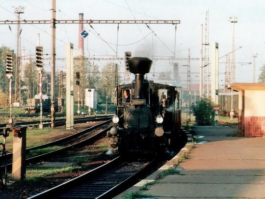 10.10.1998 - Pardubice hl.n.: lokomotiva 310.006 se zvláštním vlakem z Hradce Králové © PhDr. Zbyněk Zlinský