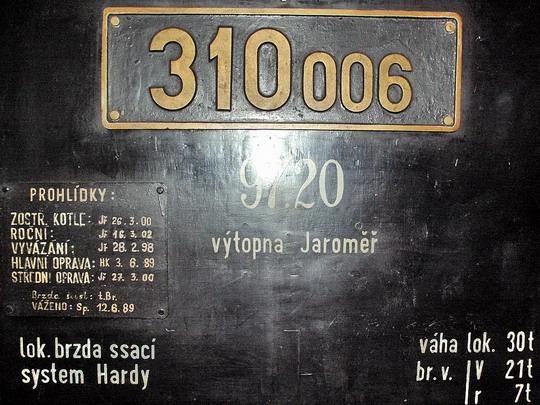 05.05.2007 - Výtopna Jaroměř: 310.006 - označení a nápisy © PhDr. Zbyněk Zlinský