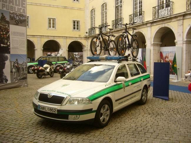 Lisabon,zdejší národní garda (GNR) má v oblibě Škody Octavie © Jiří Mazal