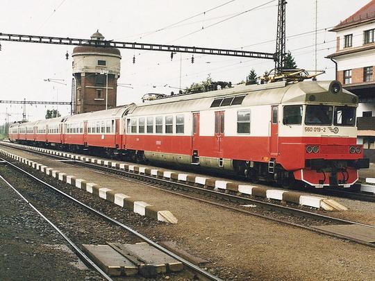 Jednotka 560.019-2/560.020-0 ŽSR v žst. Kúty © Milan Vojtek