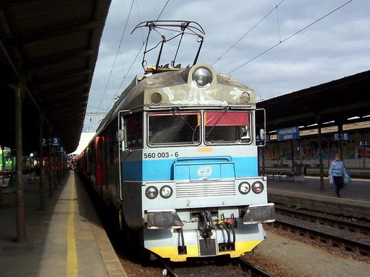 Jednotka 560.003-6/560.004-4 jako Os 4924 Kúty - Žďár nad Sázavou (25.09.2004 - Brno hl.n.) © PhDr. Zbyněk Zlinský