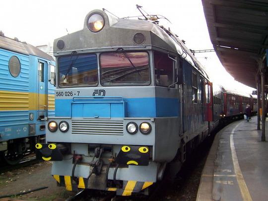 Elektrický vůz 560.026-7 v čele Os 4760 do Letovic (25.09.2004 - Brno hl.n.) © PhDr. Zbyněk Zlinský