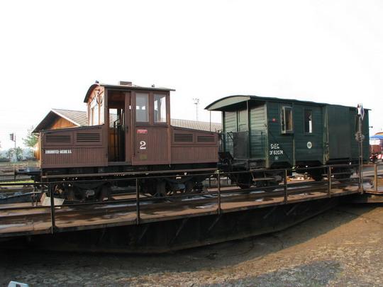 Lokomotiva č. 2 se služebákem DF 62074 na točně výtopny dne 1.5.2009 © PhDr. Zbyněk Zlinský