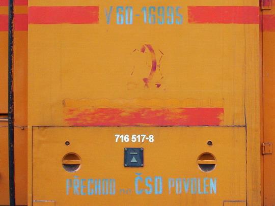 Označení stroje V 60-13995/716.517-8 (30.8.2003 - Trutnov hl.n. © PhDr. Zbyněk Zlinský