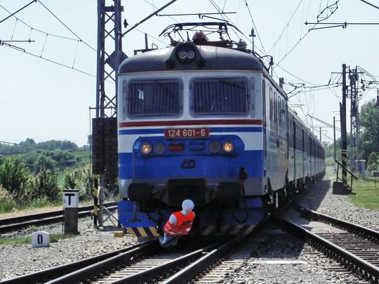 """124.601-6 sráží """"sebevraha"""" ve stodvacetikilometrové rychlosti © PhDr. Zbyněk Zlinský"""