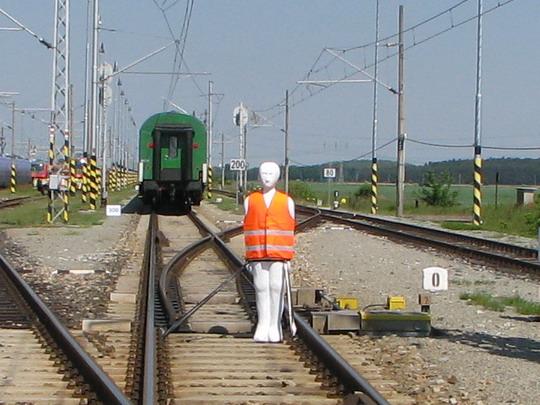 Pamatuj: člověk je proti jedoucímu vlaku bezbranný! © PhDr. Zbyněk Zlinský