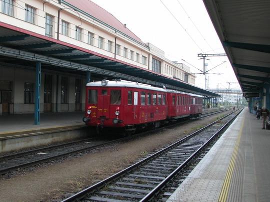 Historický vlak dnes na královéhradeckém hlavním nádraží příliš pozornosti nepoutal © PhDr. Zbyněk Zlinský