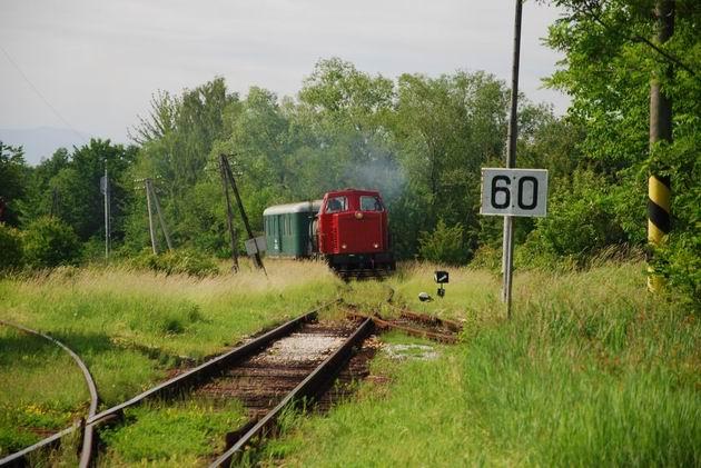 T444.0055 vhádza s požiarnym vlakom do Nitrianskeho Pravna. 5. 6. 2009 ○ Ivan Wlachovský