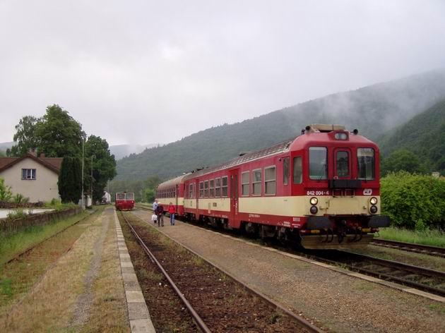 Vlaky smer Trenčianska Teplá a Brno, Vlársky Průsmyk, 23.5.2009 © Kamil Korecz
