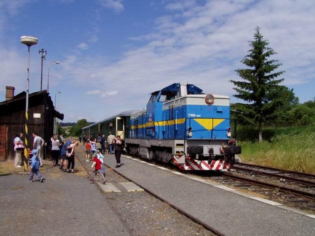 Mimoriadny vlak pripravený na spiatočnú cestu, Zborovice, 23.5.2009 © Kamil Korecz