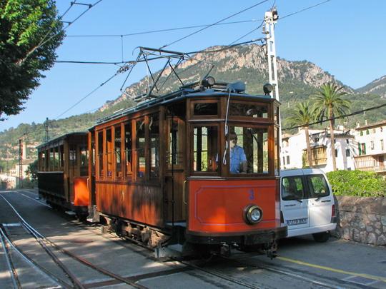 03.06.2009 - nádraží FS Sóller: tramvajový vůz č. 3 vyjíždí z depa © PhDr. Zbyněk Zlinský