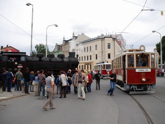 20.06.2009 - Olomouc město: 433.002 a historické tramvaje v zajetí fotografů  © Radek Hořínek