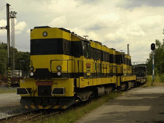 20.6.2009 - nádraží Praha-Krč: dvojče Viamontu 740.517-740.534 při sunutí souprav metra © Jiří Řechka