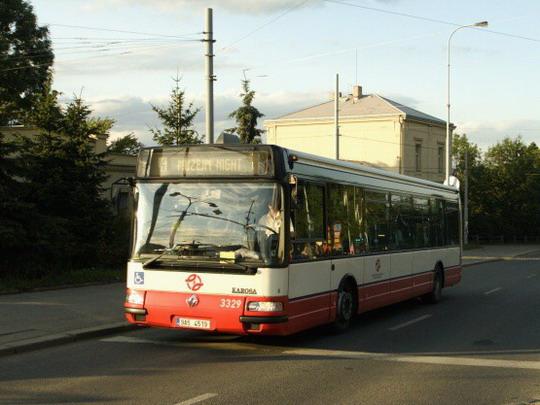20.6.2009 - stanice vozovna Střešovice: přeprava návštěvníků  © Jiří Řechka