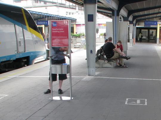 """""""Pendolino"""" a """"Raucherzone"""" na 5. nástupišti Jižního nádraží © PhDr. Zbyněk Zlinský"""