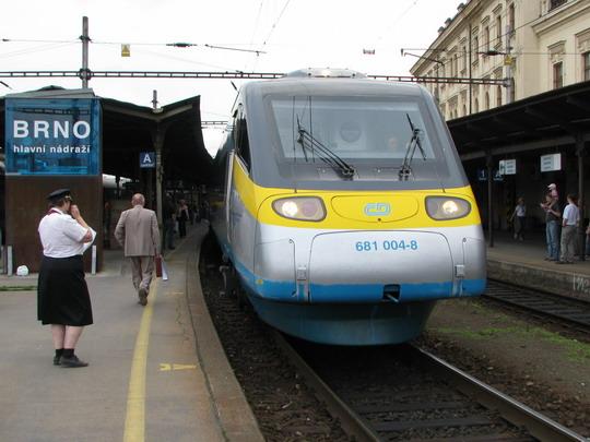 Protokolární vlak před odjezdem z Brna hl.n. © PhDr. Zbyněk Zlinský