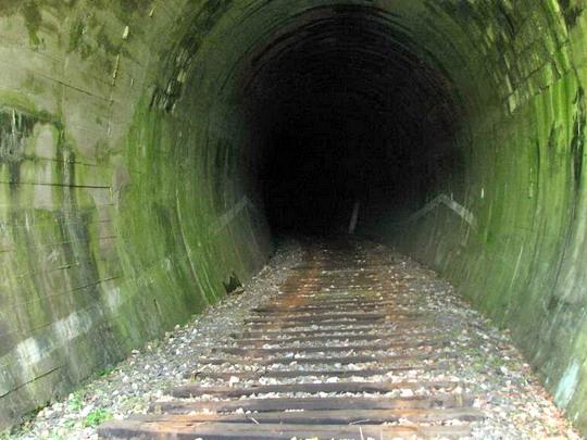 Tunel bez koľajníc, Ožďany, 1.5.2009 © štb