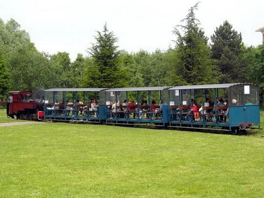 Vlak ťahaný parným rušňom, Chemin de fer des Chanteraines, 10.5.2009, © Peter Žídek