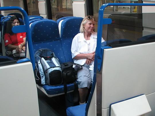 09.06.2009 - Palma, Estació Intermodal: Helena hlídá místa ve voze 61-12 © PhDr. Zbyněk Zlinský