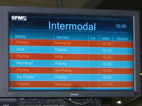 09.06.2009 - Palma, Estació Intermodal: panel s odjezdy vlaků © PhDr. Zbyněk Zlinský
