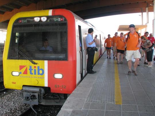 09.06.2009 - Inca: třívozová jednotka 61-12+62-0x+61-09 jako vlak do Manacoru, průvodčí a zmíněná germánská výprava © PhDr. Zbyněk Zlinský