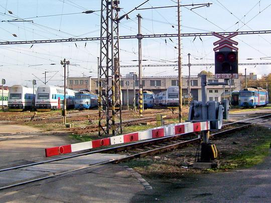 23.10.2004 - Praha ONJ: odstavené jednotky řad 471, 451 a 452 © PhDr. Zbyněk Zlinský